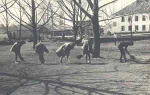 17 Mokyklos aplinkos tvarkymo diena 1976 m. balandi