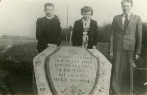 09-1929-m-prie-setiskiu-pastatyto-paminklo