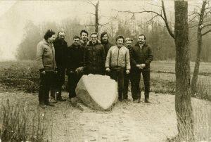 10-1989-m-setiskiai-prie-atstatomo-paminklo